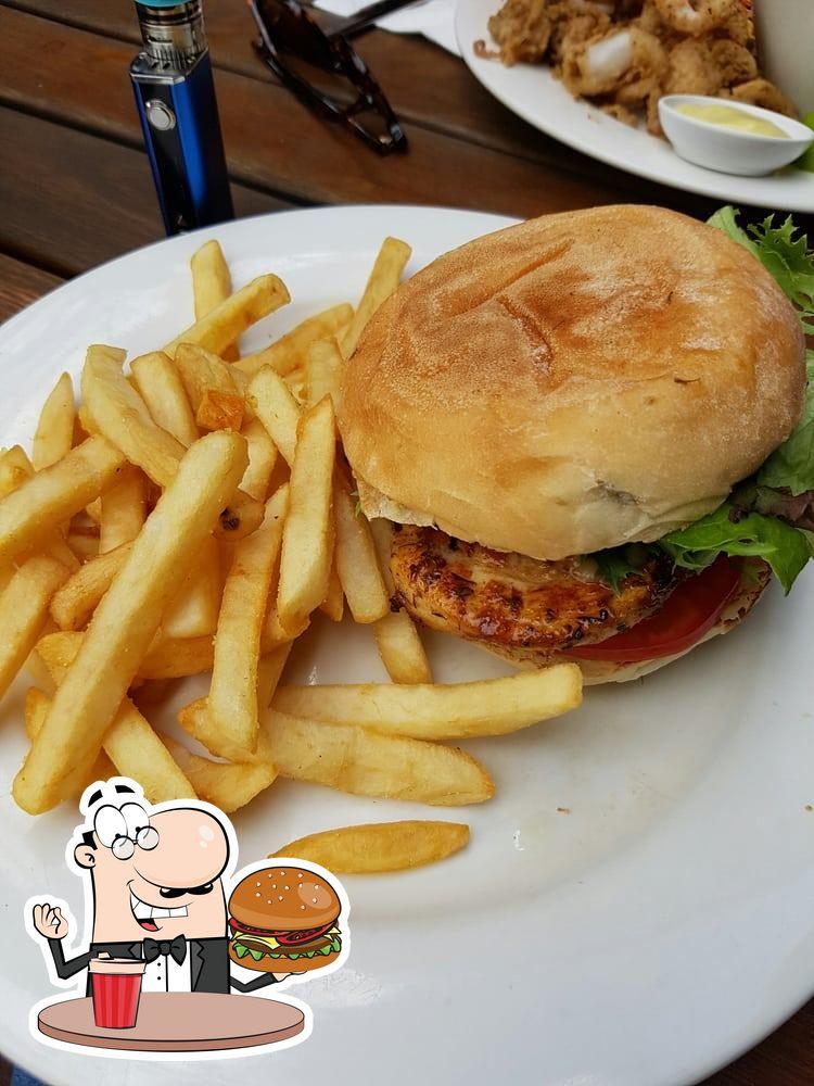Degusta una de las hamburguesas disponibles en Robin Hood Hotel