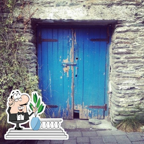 El exterior es de lo mejor que tiene The Blue Door