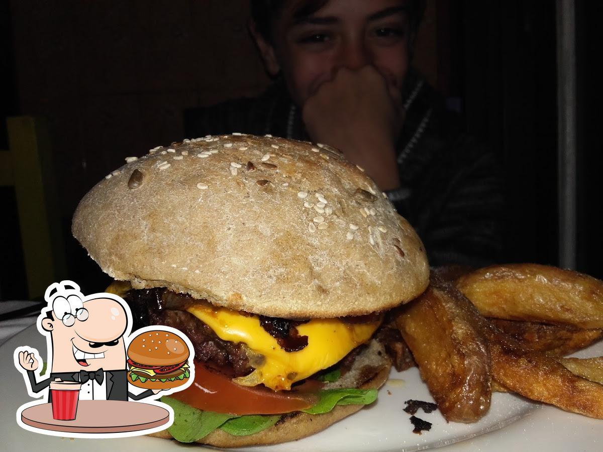 Treat yourself to a burger at CLUB La cueva del oso