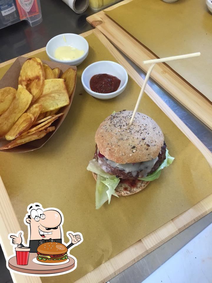 Frank & Serafìco serve un'ampia quantità di opzioni per gli amanti dell'hamburger