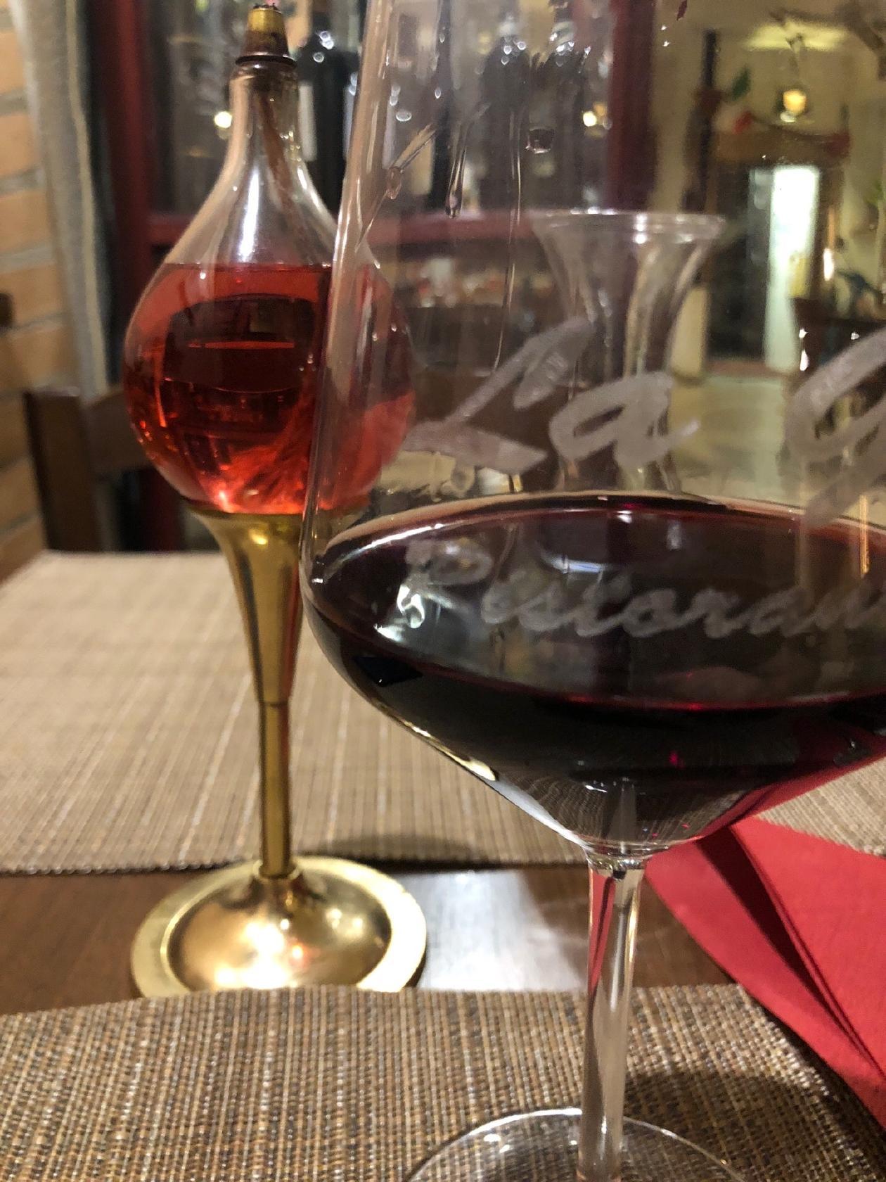 Probiert Wein bei La Grotta