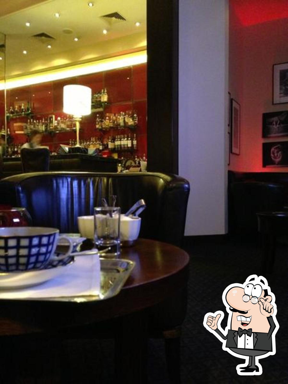 Забронируйте столик в Личфильд бар