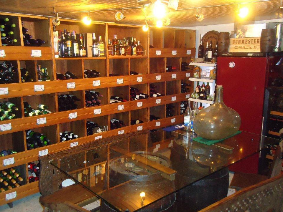 Tome uma taça de vinho no Restaurante Belo Horizonte - Julio Dias Castanheira