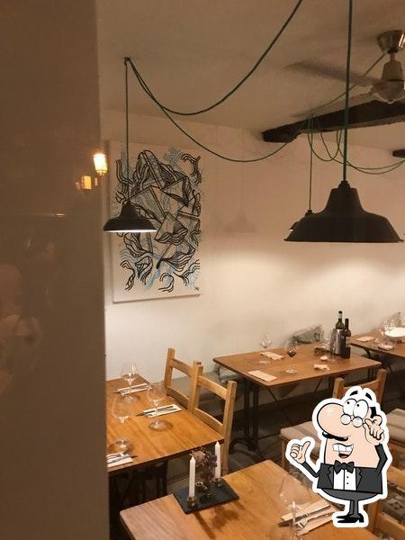 The interior of Cadelo Restaurante