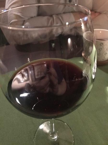 Насладитесь бокалом вина в конце тяжелого дня