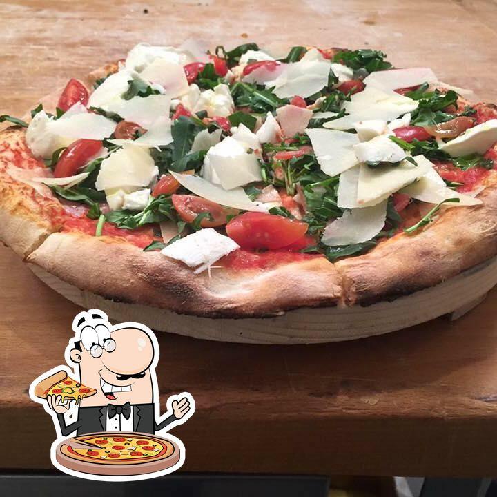 A Pizzeria Grotta Azzurra, puoi assaggiare una bella pizza