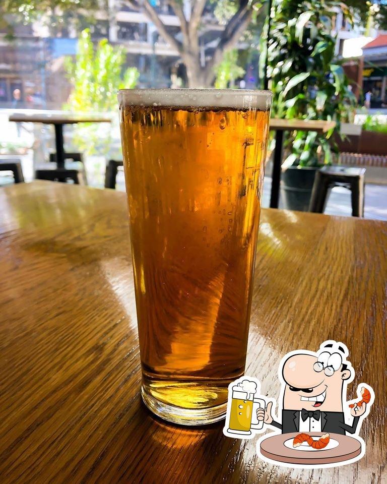 Disfruta de una cerveza con la cena
