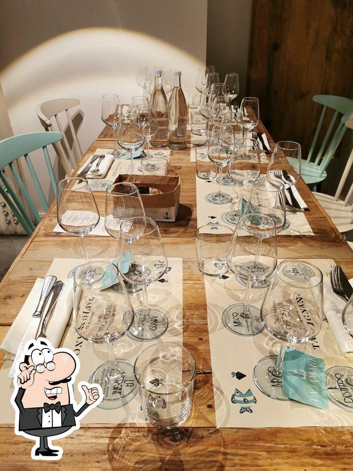 Siéntate a una de las mesas de Tajamare Osteria di Mare