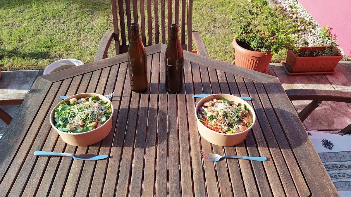 Blattschneider Salatbar Foto