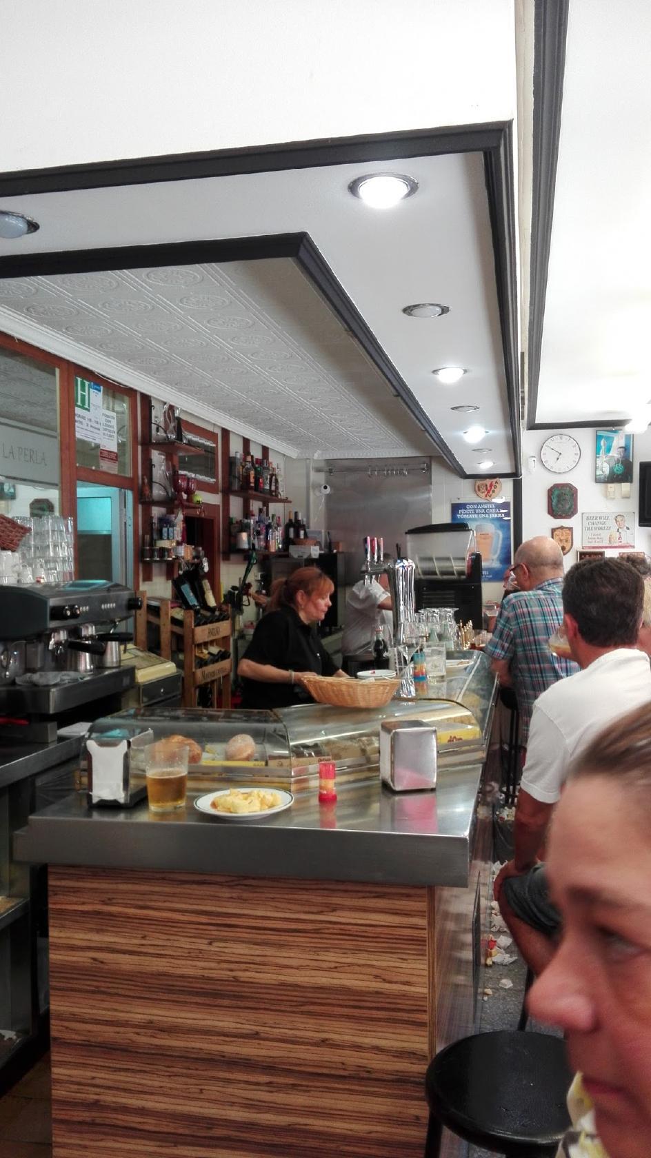 compañerismo cubierta fecha límite  Pub y bar La Perla, Madrid, Calle Angelillo - Opiniones del restaurante