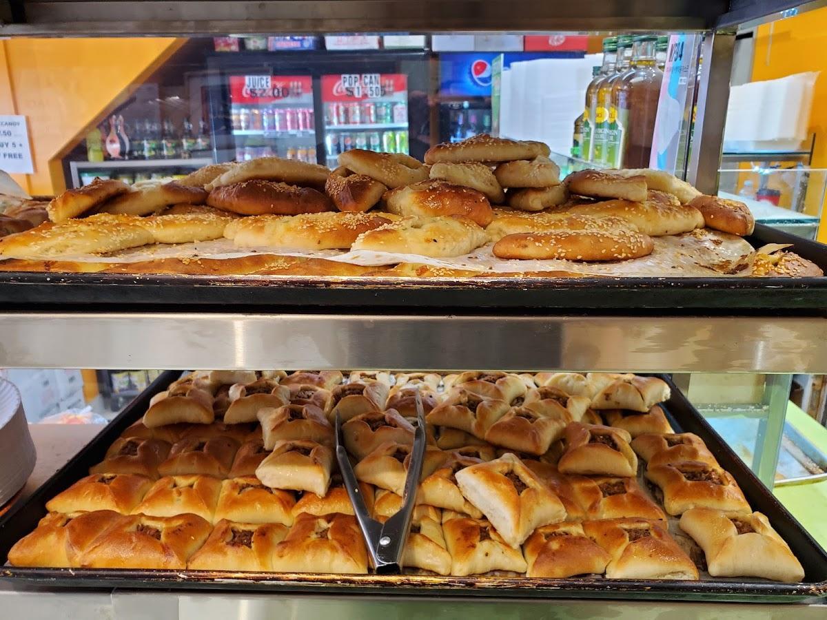 photo de Al'deewan Lebanese Manakeesh Bakery