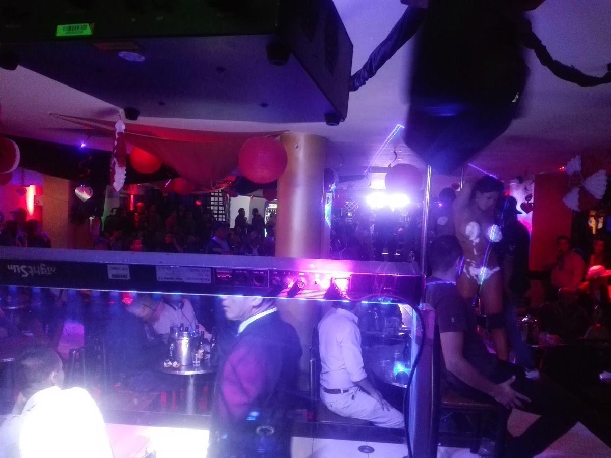 Ночные клуб троя что твориться в ночном клубе