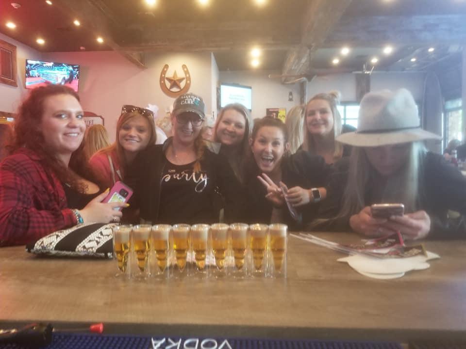 Foto de High Noon Pub & Grill