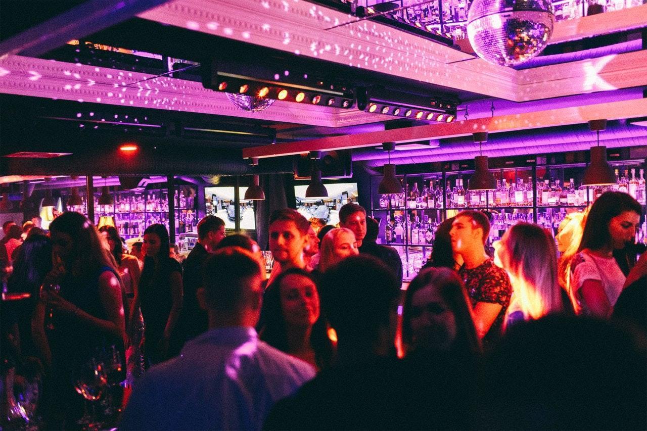 Ночные клубы бары калининград подпольные игровые клубы москвы