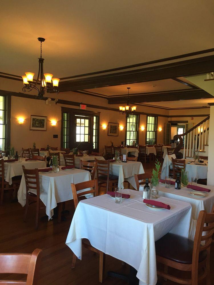 J Country Tavern In Southbury