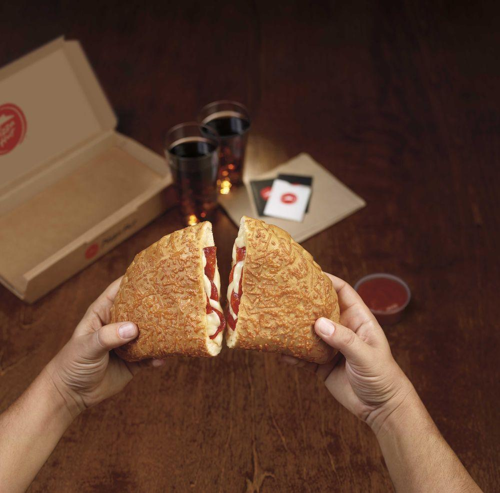 Pizza Hut 4400 Wyoming Blvd Ne In Albuquerque Restaurant Menu And Reviews
