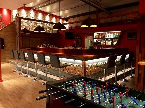 RED - lounge & bar