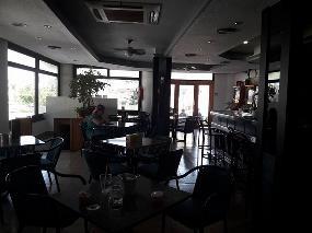 La Dama, Café, Bar