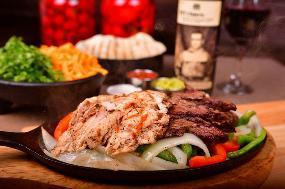 MOE's RESTAURANT - Pizza Burgers Smoked Meat BBQ Ribs Seafood Steaks Pasta Salads - Terrasse