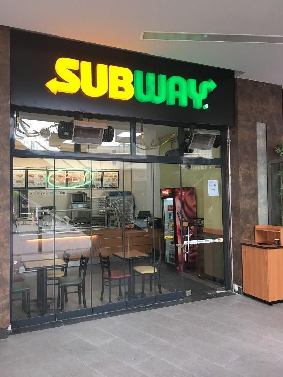 target market of subway restaurant Subway came in and has dominated the burger alternative market with extensive knowledge of its target customer and clearly defined catering to that customer the age, economic, and behavioral groups targeted by subway have demonstrated exceptional loyalty to the restaurant chain.