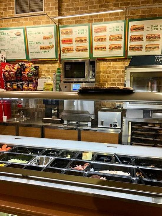 an analysis of the topic of the subway restaurant Research report - taking the subway executive summary this report provides an in-depth analysis of the conduct of a market research project exploring customer expectation, satisfaction and behaviour in relation fast food restaurants.