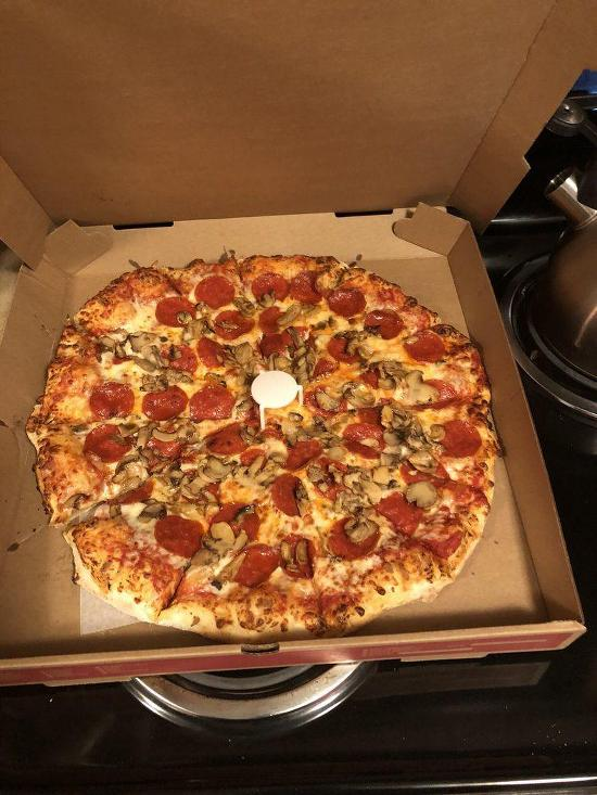 intercou foxs pizza den - 550×733